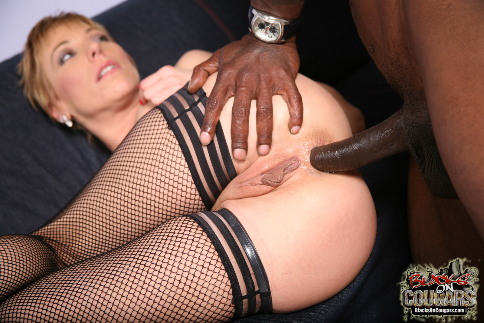 Interracial cooger sex